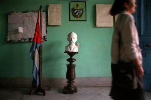 Jose-Marti-statue_800px.jpg