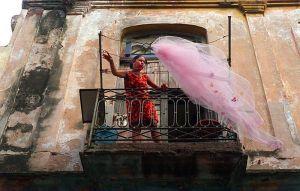Lady-hanging-veil_Web_800px_1.jpg
