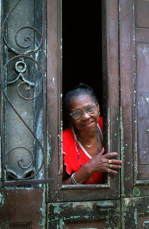 smiling woman in door_web_1.jpg